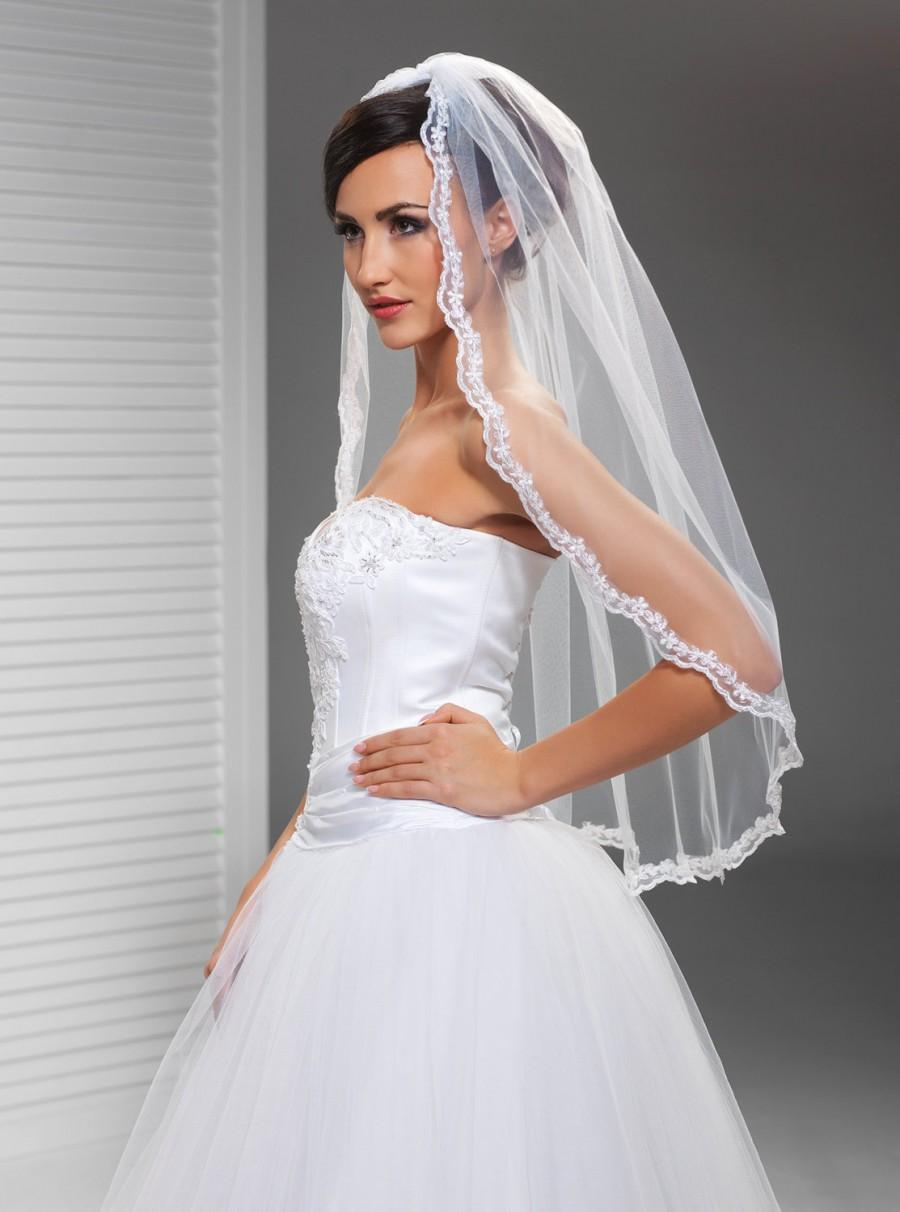 Mariage - Delicate Lace Edge Veil in Ivory or White