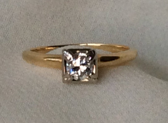 Mariage - Classic Art Deco Solitaire Diamond Engagement Ring! C.1927!  .27Ct H/SI1 Diamond Set in 14k Yellow And White Gold. Hallmarked. Size 5.