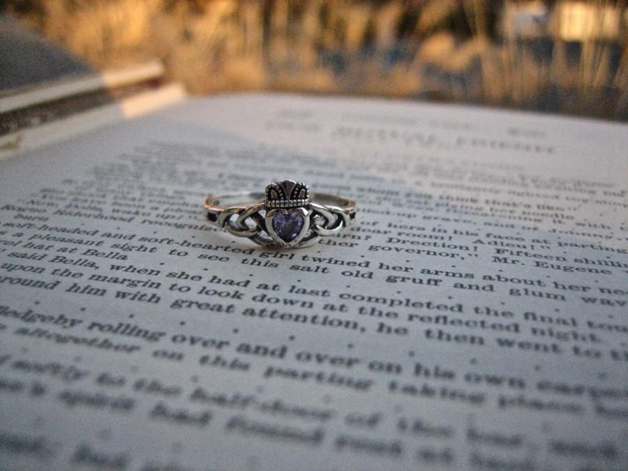 Hochzeit - Sweet 925 Sterling Silver and Amethyst CZ Claddagh Ring