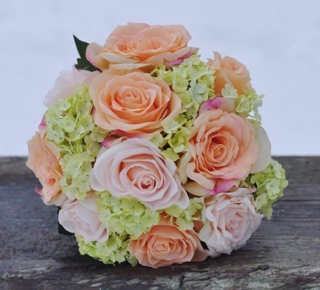 زفاف - Coral and pink rose with green hydrangea wedding bouquet made of silk roses.