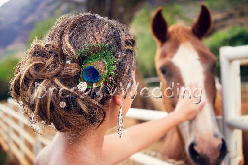 "Свадьба - Peacock feather hair clip, ""Scarlett"", NEW, rhinestone accent, bridal, bridesmaids"