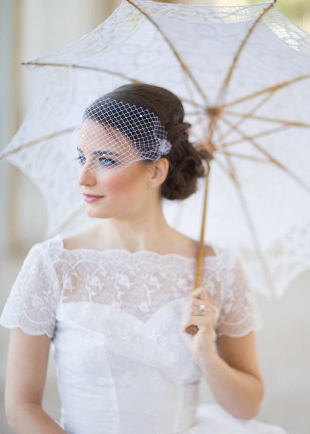 Mariage - Small birdcage veil with crystals, bridal bandeau veil,  all over crystals, mini Venetian wedding veil Style 608