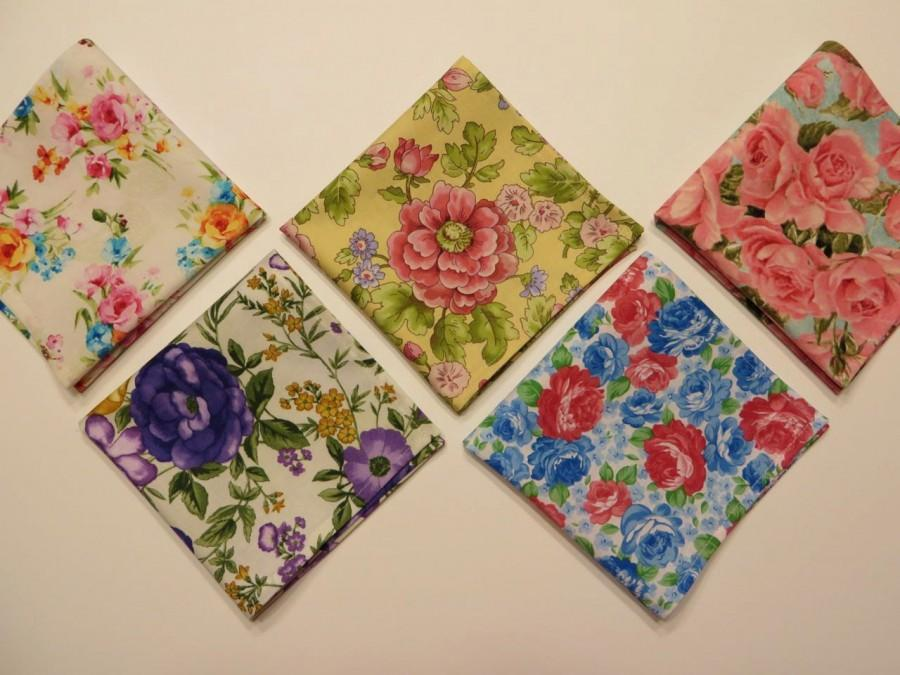 Свадьба - Ladies Handkerchief set of 5, Vintage inspired hankerchiefs, variety of floral fabrics and colors as shown, gift set, Handmade in the USA
