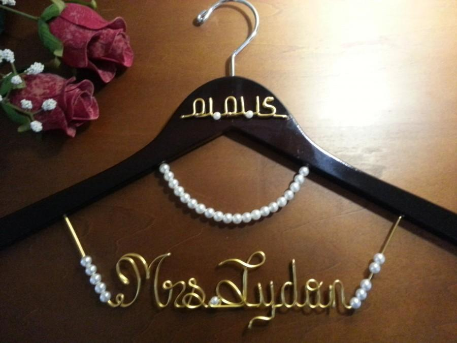 Свадьба - Bridal Hanger with name for your wedding pictures, Personalized custom bridal hanger, brides hanger, Bridal Hanger, Wedding hanger, Bridal