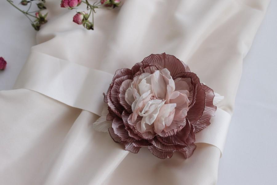 Mariage - Dusty Pink Flower Bridal Sash, Flowers Bridal Sash, Flowers Wedding Sash, Brooch flower belt.