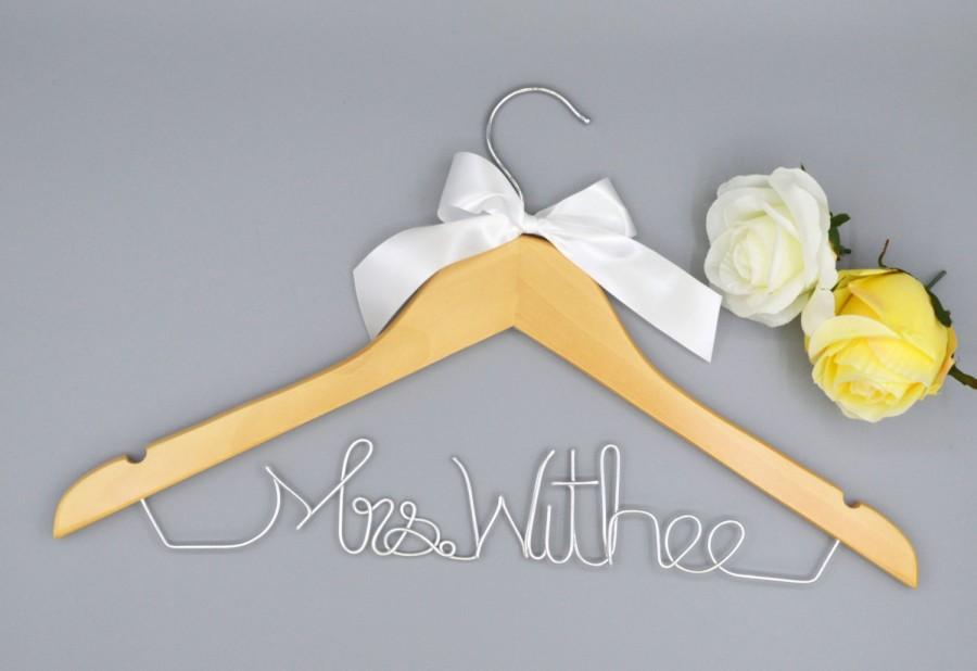 Mariage - Hanger with Date&Hearts for your wedding/Promotions hanger Custom wedding hanger/Bridal dress personalized hanger/Bridesmaid unique hanger