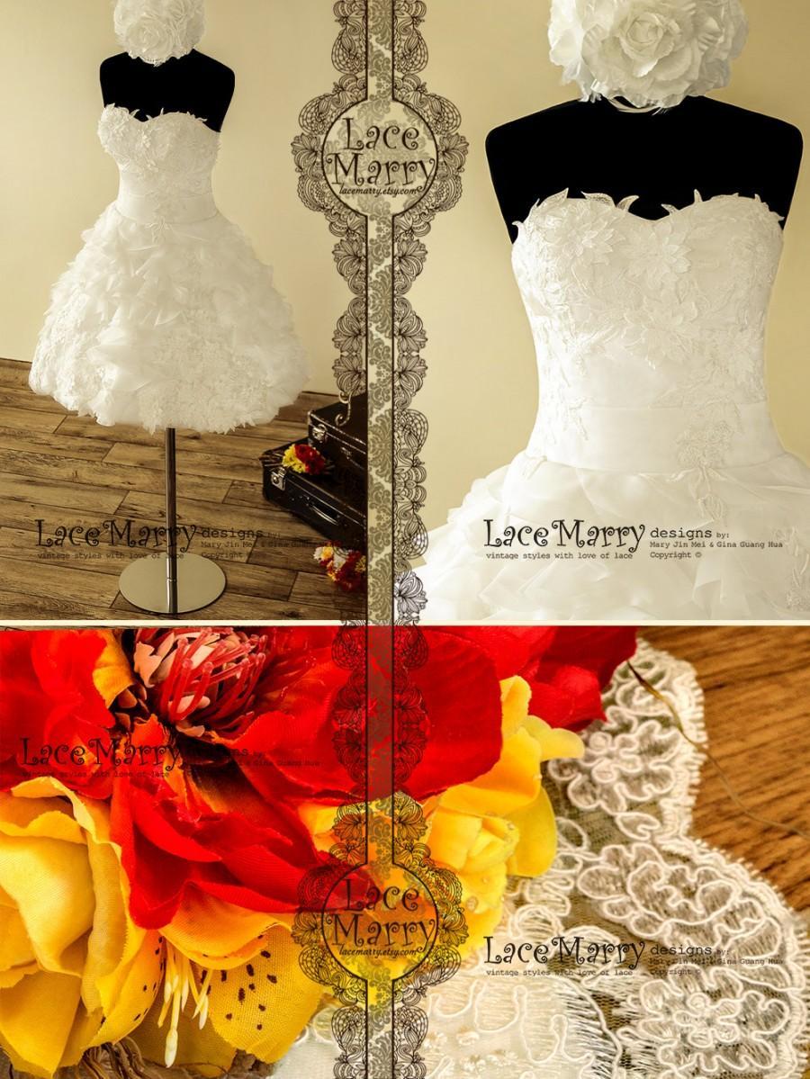 Düğün - 1950's Inspired Short Wedding Dress Designed with 3D Flower Appliqués in Strapless Sweetheart Cut and Fluffy Skirt Featuring Metallic Zipper