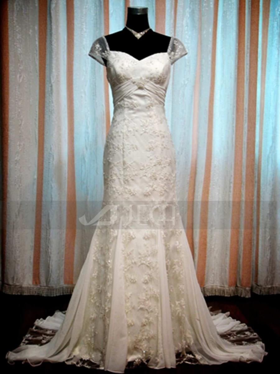 vintage inspired mermaid style elegant bridal gown lace