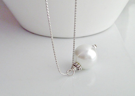 Mariage - Pearl Necklace, Single Pearl Necklace, Pearl Bridal Necklace, For Mom, For Sister, Gifts for Girls, British Seller UK, Bridesmaid Gifts