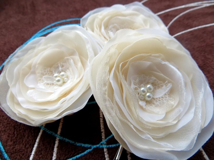 Wedding - Wedding bridal hair accessories, hairpiece fascinator, ivory cream bridal hair clip, vintage rustic accessories, bridal veil flowers