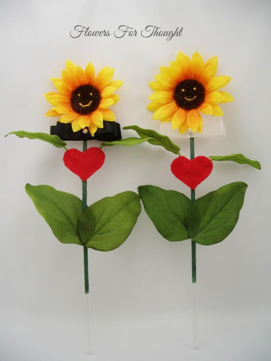 Свадьба - Sunflower Cake Topper, Wedding Decoration Flower Accessory, FFT original, Made to Order