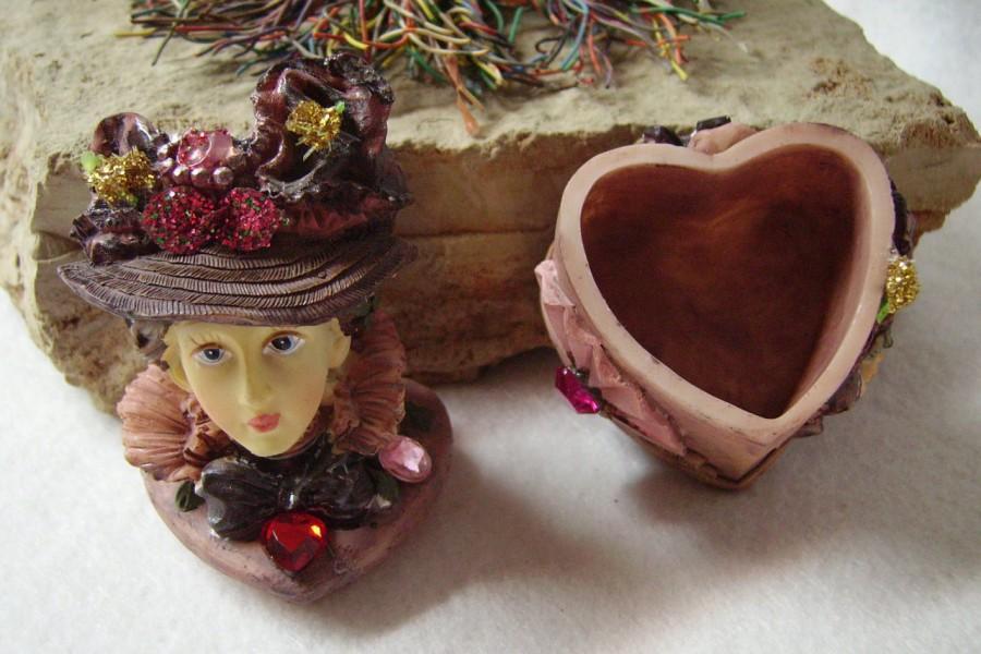 زفاف - Trinket Box! Heart Shaped Vintage Trinket Box A Lot Of Details! Very Collectible Very Nice Embellishments! Rare Find Just 4 You On Sale Now!