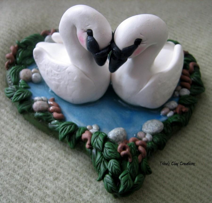 Свадьба - Wedding Cake Topper, Swans, Swan, Custom Polymer Clay Wedding/Anniversary Keepsake, Heart shaped Lake