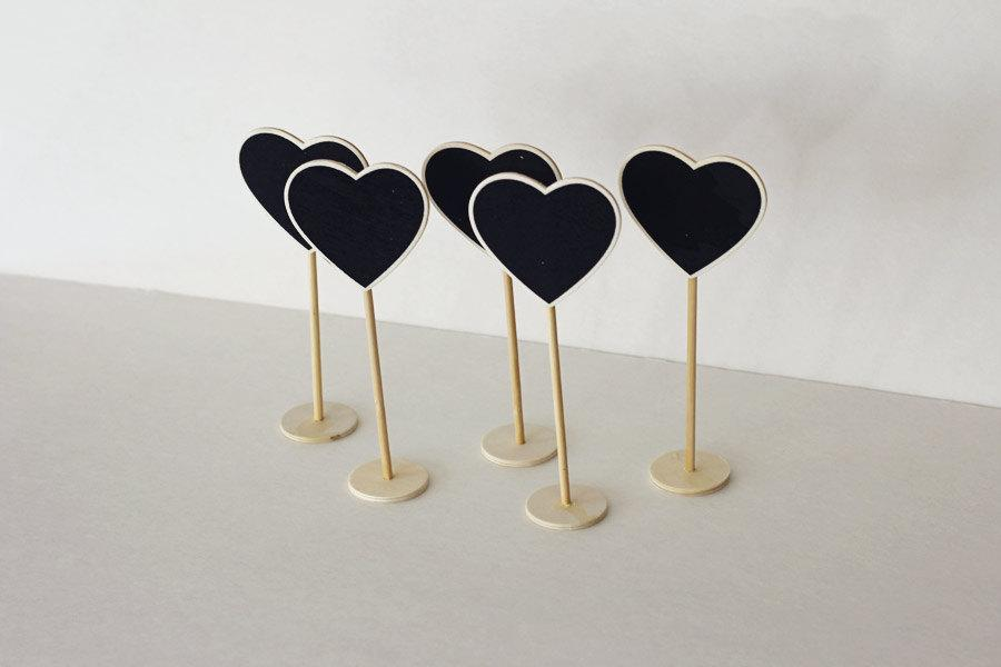 Mariage - SALE - Set of 5  - Mini Chalkboard Stands - Heart shape - Table Numbers - Reception - Wedding Signage -  Buffet Props -  Party Supply