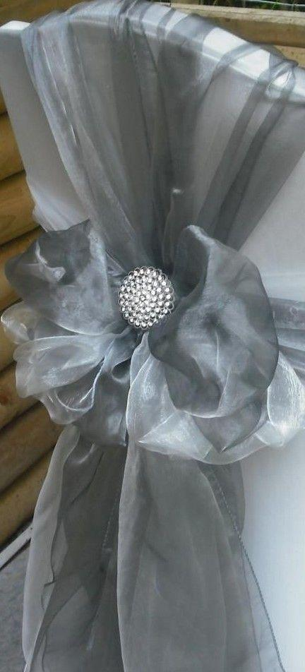 Hochzeit - An Elegant Silver And White Holiday