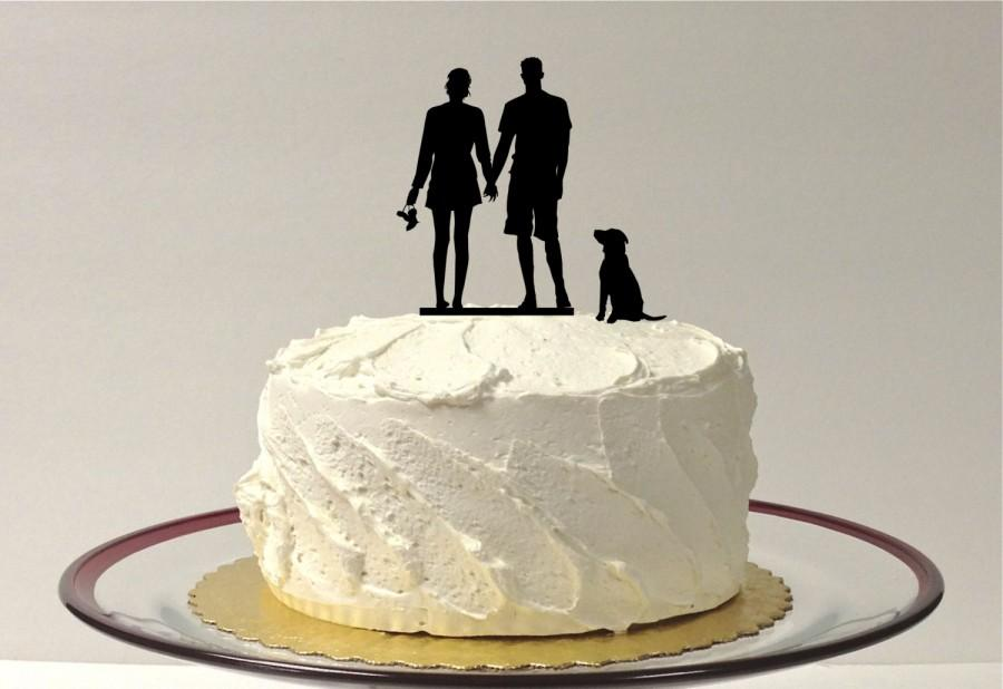 Свадьба - BEACH COUPLE + Dog Silhouette Wedding Cake Topper With Pet Dog Family of 3 Silhouette Wedding Cake Topper Bride and Groom Pet Beach Themed