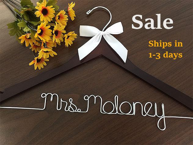 Mariage - Sale, Wedding hanger, ships Priority mail in US, wedding photos, bridal, Wire hanger with ribbon, name hanger, bridal hanger,