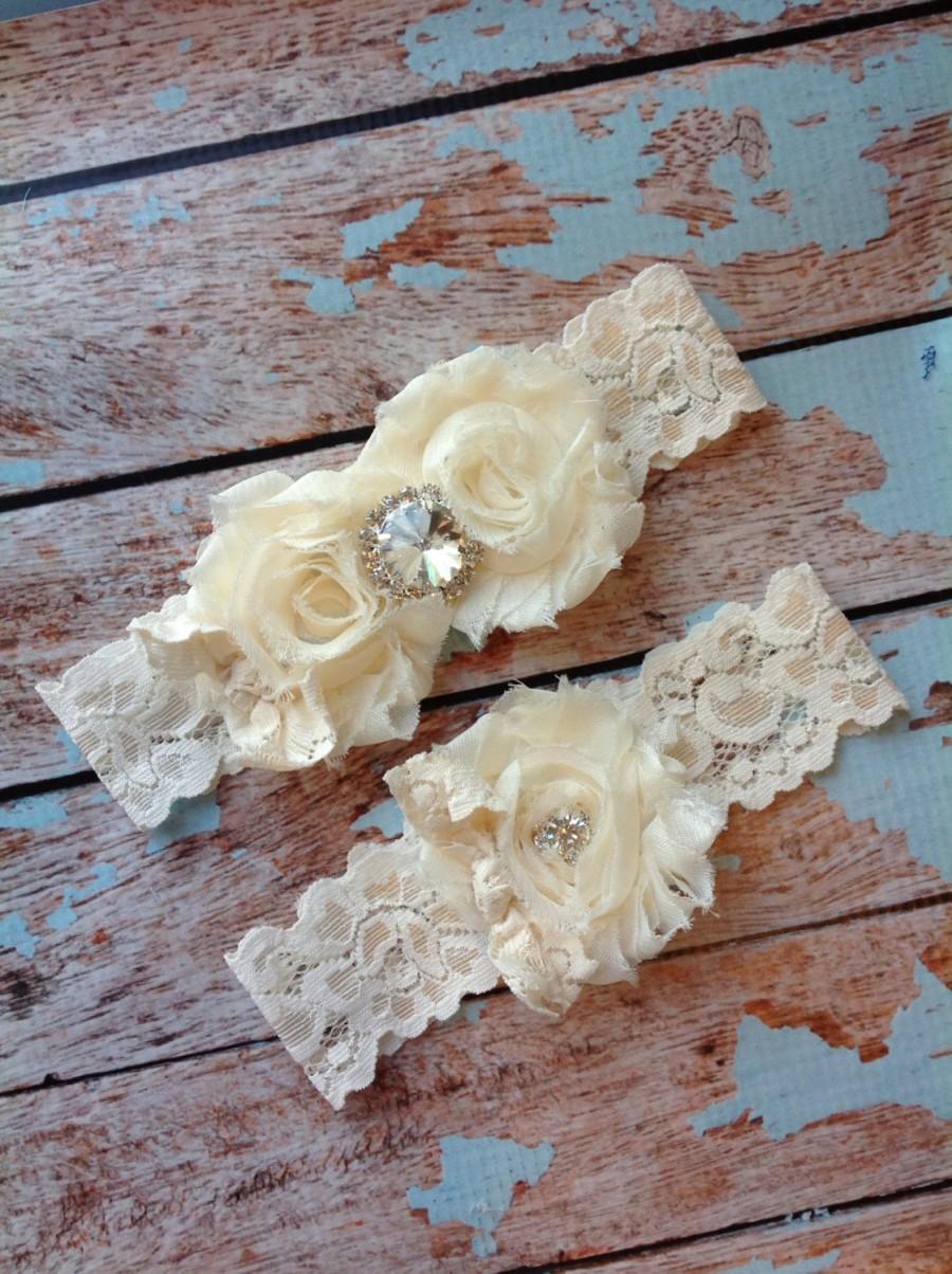 Свадьба - Ivory wedding garter set  / garter/  lace garter / toss garter included /  wedding garter / vintage inspired lace garter