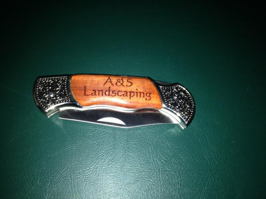 زفاف - Personalized Engraved wooden handle Pocket Knives.  Perfect Gifts for groomsmen, wedding favors or keepsake gifts.