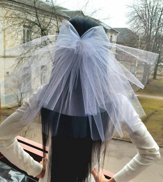 Свадьба - Bachelorette party Veil 2-tier with bow, white, short length. Bride veil, accessory, bachelorette veil, hens party veil, princess veil