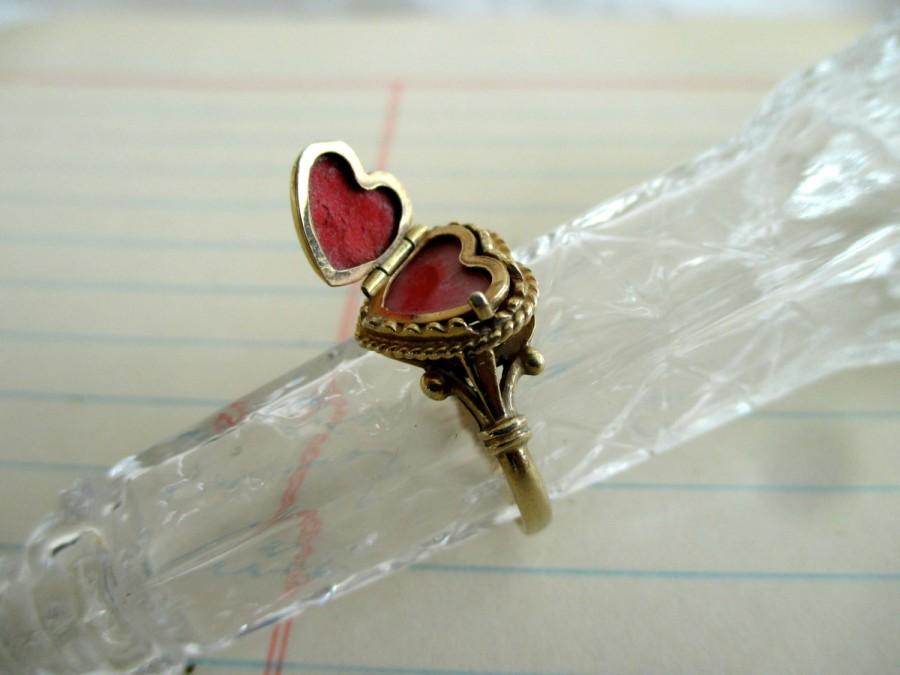 Mariage - SALE ---- unique 14K heart ring with hidden compartment - frames, gold, engagement, one of a kind, size 7