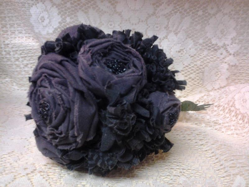 Mariage - Stormy Weather: Black and Grey Upcycled Bouquet