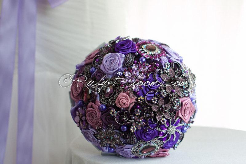 "Hochzeit - Purple Wedding brooch bouquet. Deposit ""Purple Treasure Chest"". Heirloom Purple, Lavender wedding. Rhinestone Crystal Bridal broach bouquet"