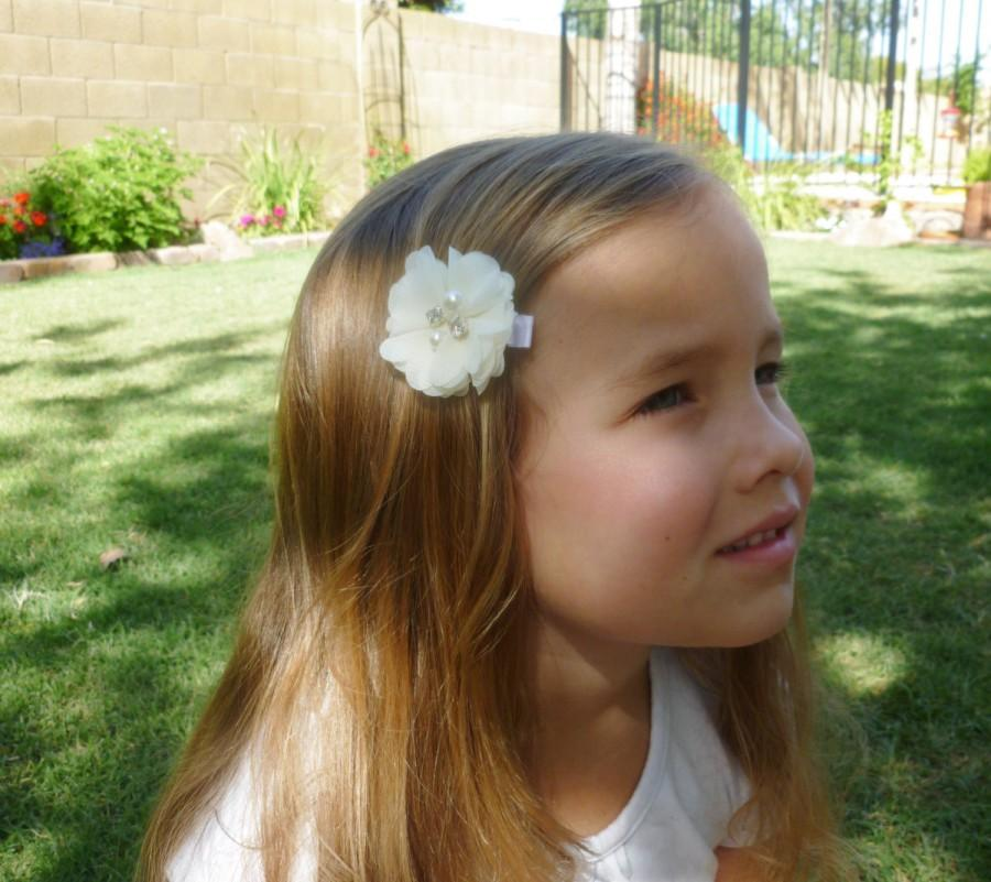 Hochzeit - ivory flower girl hair accesories--2 inch chiffon wedding flower clip for jr bridesmaides--gift ideas petite hair barettes