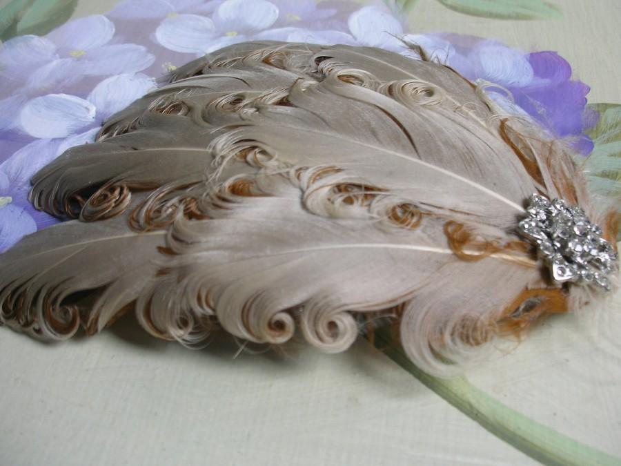 Hochzeit - New handmade 1920s inspired beige feather fascinator