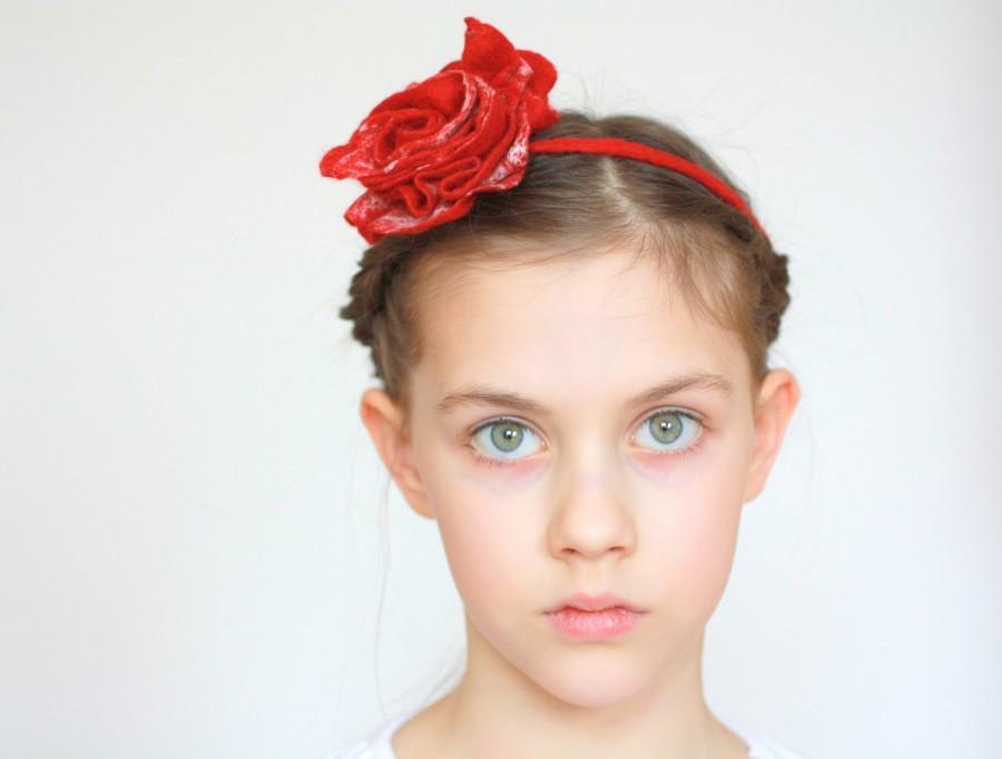 Hochzeit - Bridal hair accessories, bridesmade, flower girl accessories - felted red / white rose flower - flower necklace, bracelet