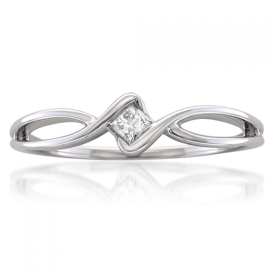 Mariage - 10k White Gold Princess-cut Diamond Promise Ring (1/10 cttw, H-I, I1-I2)