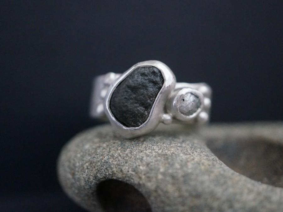 Mariage - Rough Diamond, Pebble and Sterling Silver ring, size 7.25 ring, alternative engagement ring, wedding ring, White version of Beggar Princess