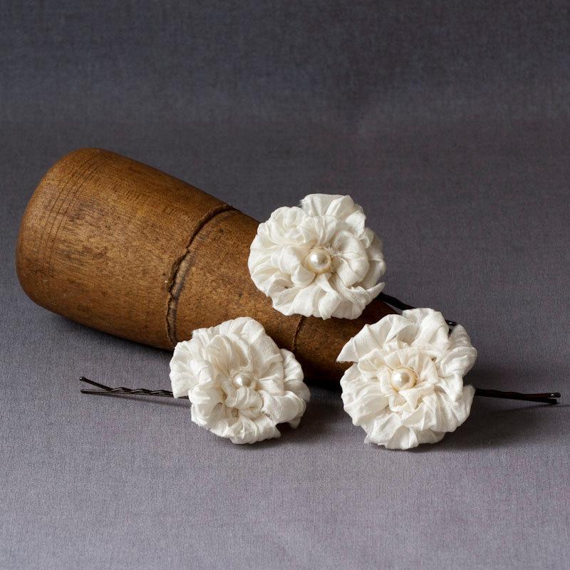 Hochzeit - Silk Bridal Hair Pins Ivory Flowers Wedding Hair Slides Floral Bobby Pins Garden Wedding Accessories Set of 3