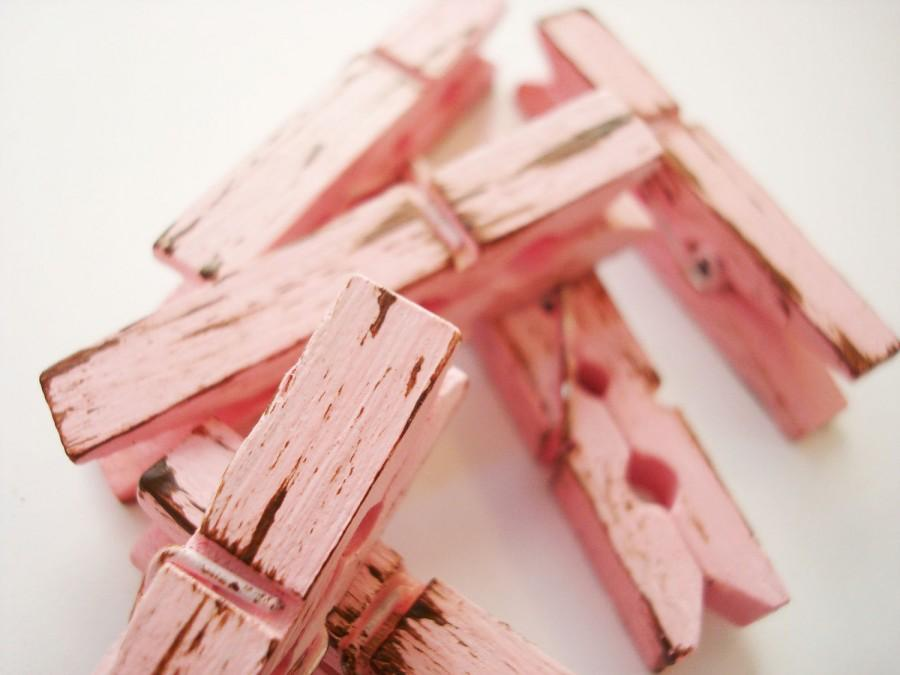 Hochzeit - Tea Rose & Chocolate (Pink/Brown) Distressed Mini 2 Inch Clothes Pins Set of 6 - Shabby Chic Home Decor. Pretty Banner Holder. Wedding.
