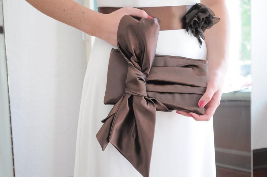 زفاف - Chocolate Brown Clutch - The Elle Jane Clutch, chocolate brown satin formal wristlet, bride or bridesmaids big bow clutch purse, prom bag