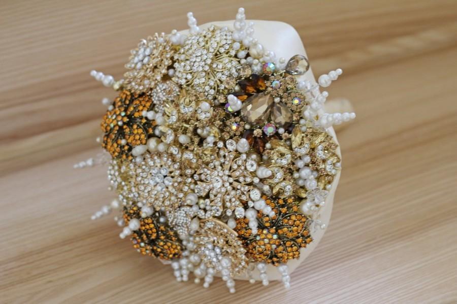 Свадьба - Golden Brooch bouquet. Gold vintage wedding brooch bouquet. Cornsilk brooch bouquet. Dutch White Jeweled Bouquet. Eggshell brooch bouquet