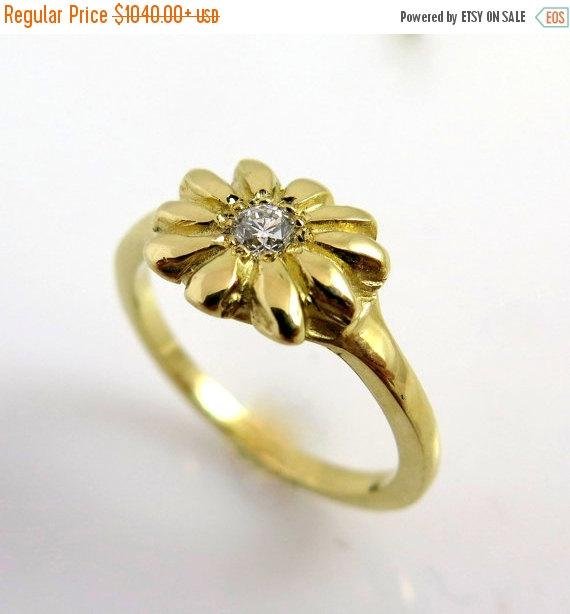 Mariage - ON SALE Unique engagement ring, Diamond engagement ring, 14K Gold Ring, Flower Ring, Vintage Engagement ring, Nature ring, Delicate diamond