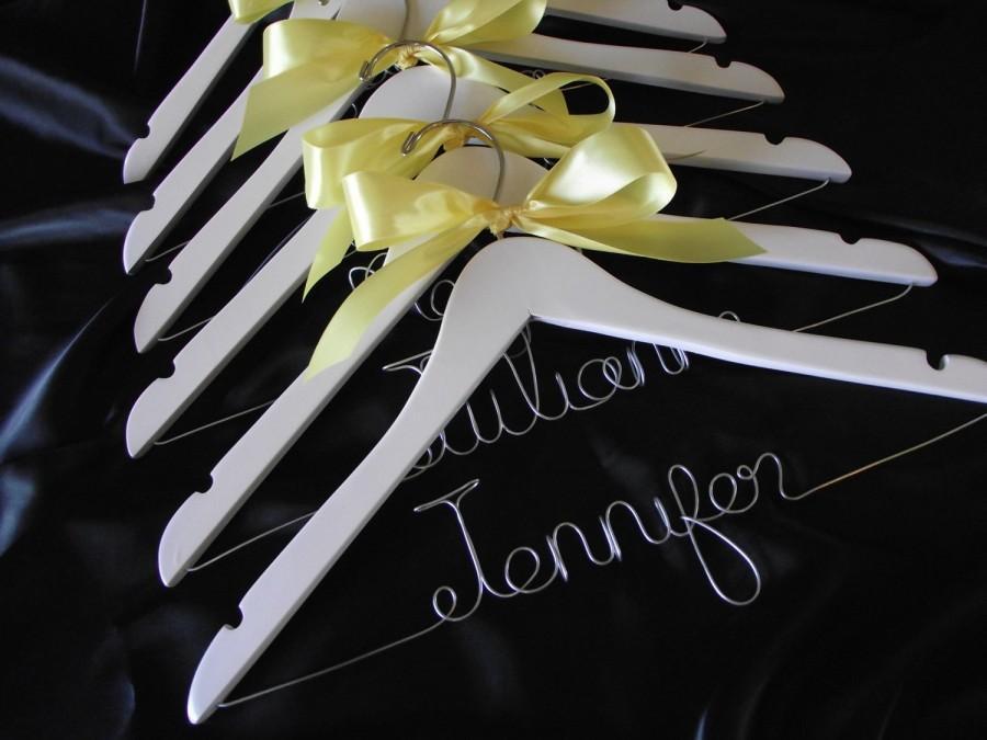 Свадьба - Set of 6-- Personalized Hanger, Custom Bridal Hangers, Bridesmaids gift, Wedding hangers with names, Custom made hangers