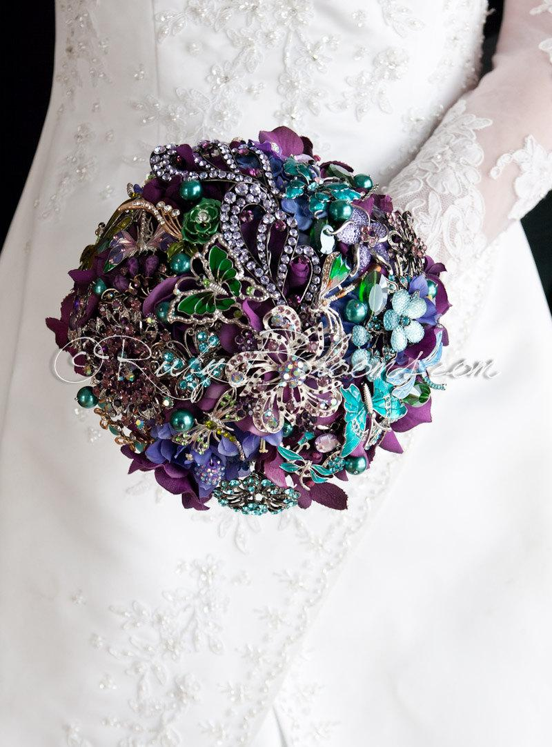 "Свадьба - Purple Teal Wedding Brooch Bouquet. ""Deep Purple Fusion"" Heirloom Jeweled Tones Jade, Teal, Emerald Bridal Broach Bouquet, Ruby Blooms"