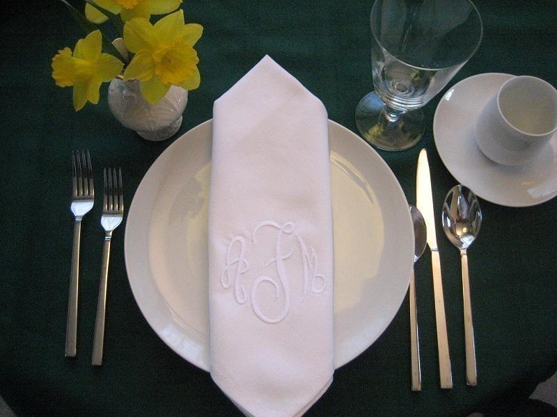 Mariage - Monogrammed cloth dinner napkins with BUTTONHOLE set of 12, includes FREE shipping in the US