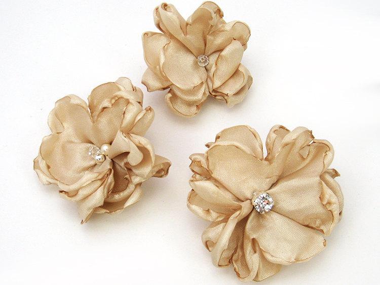 Свадьба - Bridal Champagne Hair Flower Clip -  Wedding Hair Pins for Bridesmaid, Flower Girl, Photo Prop