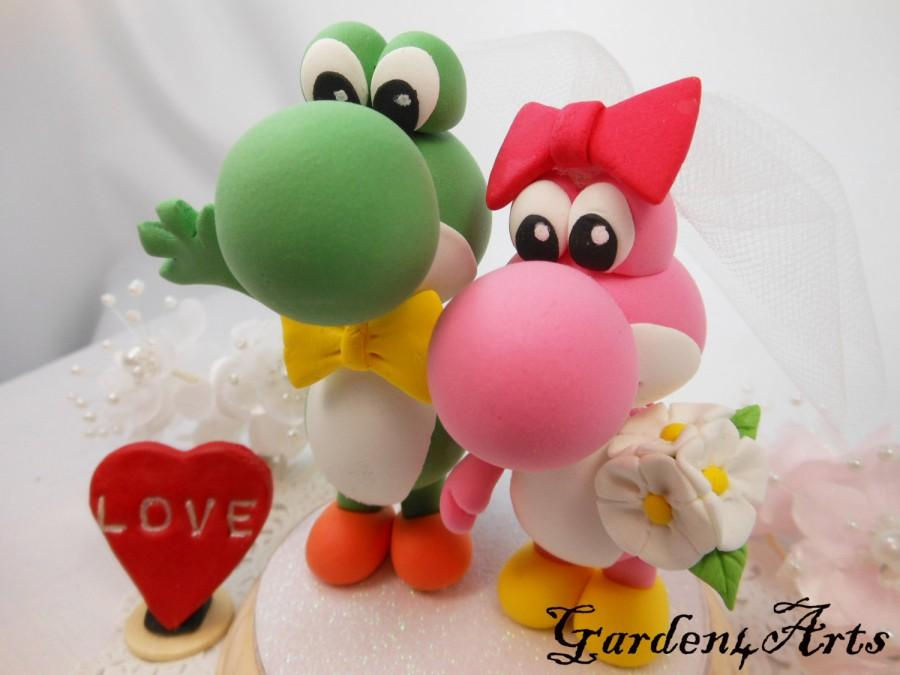 Hochzeit - Custom Wedding Cake Topper--ove Dino Couple with circle clear base