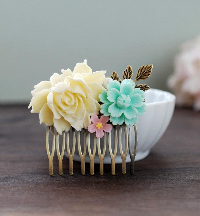 Свадьба - Ivory Blue Pink Flower Collage Hair Comb. Vintage Style Wedding Bridal Hair Comb. Bride, Maid of Honor, Bridesmaid Gift