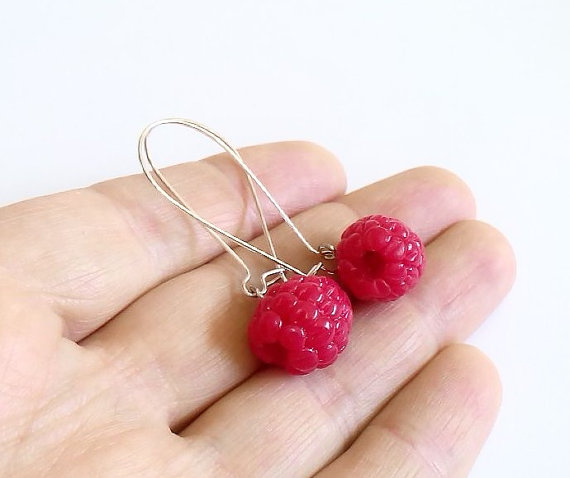 زفاف - Raspberry Dangle Earrings, Raspberry Earrings, Raspberry Jewelry.