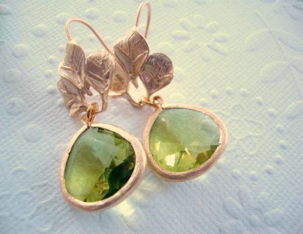 Свадьба - Dangle earrings, Apple green earrings, Green drop earrings Spring weddings Fashion earrings, gold Leaf and peridot, August birthstone