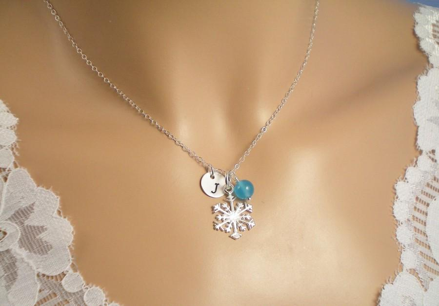 Свадьба - Gem Personalized Snowflake Necklace, Gem Birthstone, Sterling Silver Initial,  Sterling Silver Snowflake charm,  Birthstone, Bridesmaid Gift