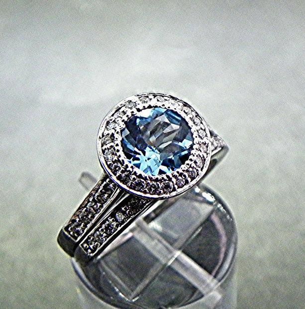 Mariage - 7mm 1.39 Carats AAA Round Blue Topaz 18K white gold bridal set. B007 0365