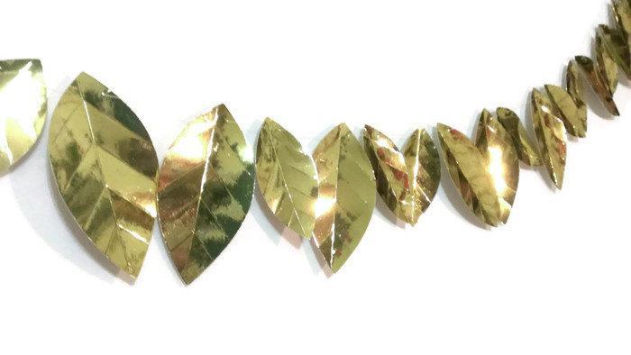 Hochzeit - Gold Metallic Leaf Garland, Silver and Gold, Holiday Party Decor, Christmas Garland, Tree Garland