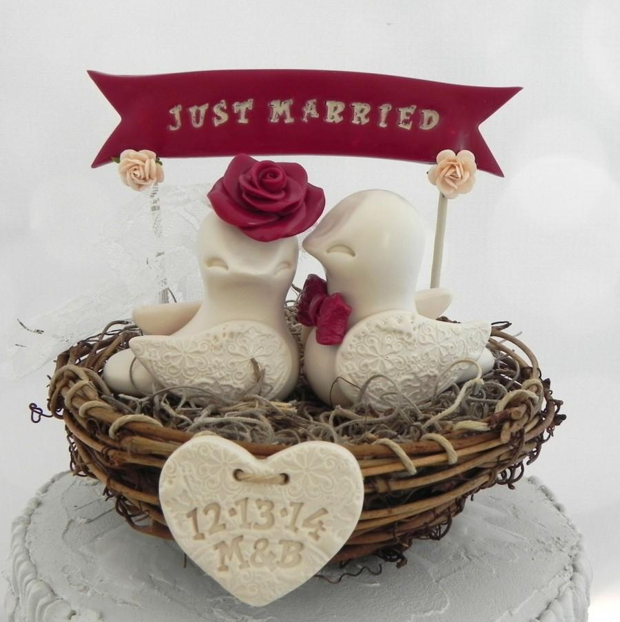 Mariage - Rustic Love Bird Wedding Cake Topper, Burgundy, Beige Love Birds in Nest - Personalized Heart and Banner,