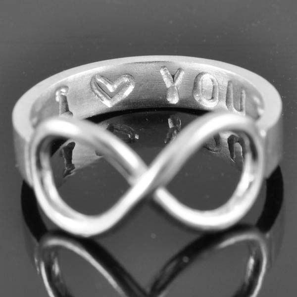 Mariage - Infinity Ring, Promise Ring, Personalized Ring, Best Friend Ring, mother daughter, sisters ring, heart ring, engraved ring, Bridesmaid Gift